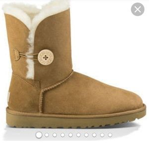 Well love preowner Ugg Bailey Button